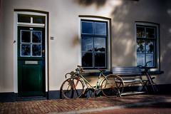 15 (roberke) Tags: deur door windows vensters ramen huis house fiets bike zitbank bench street straat outdoor