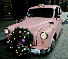 Pink Taxi - Chicago IL (Meridith112) Tags: taxi pink car automobile wreath christmas 2016 december winter nikon nikon2485 nikond610 chicago il cookcounty midwest wscf westsuburbanchicagoflickrers westernsuburbanchicagoflickr flickrgroupmeetup flickrmeetup langham londontaxi photowalk1252016 pinkchristmas