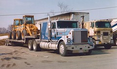 Internationals at the truck stop (PAcarhauler) Tags: ih international truck semi tractor trailer