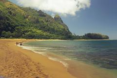 Kauai_Haena Beach through sunglasses (penjelly) Tags: hawaii kauai island insel usa sdpazifik pacific inselkette pazifischer ozean mokupuniohawaii polynesien alohastate sandwichinseln sandwichislands polynesia ozeanien sunglasses sonnenbrille haena beach park idyllic idyllisch strand einsam