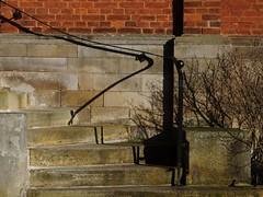 Stift Fischbeck (I) [EXPLORE 2016-11-24] (pix-4-2-day) Tags: hessischoldendorf treppe geländer handlauf handrail shadow schatten backsteine stufen steps curve kurve geschwungen bricks stiftfischbeck stairs pix42day