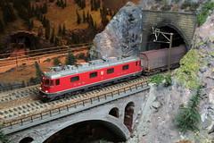 Modell SBB Lokomotive Re 6/6 11611 Rti ZH rot mit eckigen Scheinwerfern ( Hersteller Modell HAG - Original Hersteller SLM Nr. 4998 - Baujahr 1975 - Elektrolokomotive ) auf einem Modell der Gotthardbahn rund um die K.irche Wassen im Kanton Uri der Schweiz (chrchr_75) Tags: albumzzz201612dezember christoph hurni chriguhurni chrchr75 chriguhurnibluemailch dezember 2016 modellbahn modell gotthardbahn gotthard nordrampe wassen spur spurweite h0 bahn train treno zug model trains miniatures modello trein tg de tren eisenbahn modelleisenbahn modelleisenbahnanlage anlage reusstal gleichstrom modellbahnanlage gotthardbahnhurni