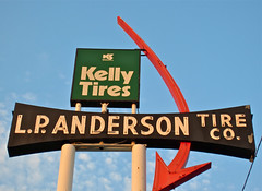 Anderson Tire, Billings, MT (Robby Virus) Tags: man cars sign montana neon factory tire automotive tires company anderson lp kelly arrow supplies automobiles muffler billings