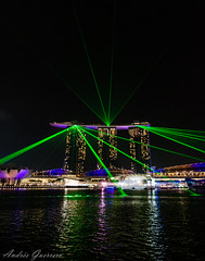 Marina Bay Sands Lights (Andrés Guerrero) Tags: night lights luces noche singapore laser nocturna singapur marinabay marinabaysands