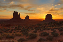 "Monument Valley Sunrise (IronRodArt - Royce Bair (""Star Shooter"")) Tags: arizona sunrise utah bravo monumentvalley mittens monumentvalleynavajotribalpark westmitten wondersofnature merrickbutte eastmitten"