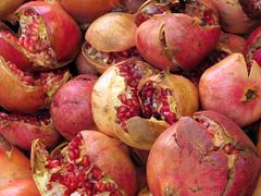 Granatäpfel (MKP-0508) Tags: morocco maroc marrakech souks marokko marrakesch grenadine granatäpfel pommesgranate