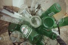 (li-penny) Tags: taiwan nikonfm2 金山 酒瓶 2013 海尼根 電影底片 tokinarmc17mmf35 tokinalenses 跳石 新北市 fujifilmeternavivid250d