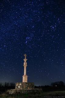 Cruceiro bajo las estrellas./ Stone Cross under the Stars.