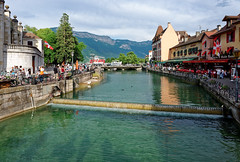 Annecy 14 (mpetr1960) Tags: annecy france europe eu bridge town tour tourists building river water sky mountain nikon nikond800 d800