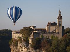 Le ballon et le château **---+°° (Titole) Tags: nicolefaton rocamadour titole hotairballon ballon montgolfiadesderocamadour diamondsawards herowinner 15challengeswinner thechallengefactory