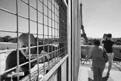 0x6A (0x FF) Tags: paris street eiffelturm trocadero prisoner toureiffel eiffeltower smoker
