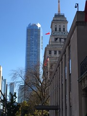 Toronto Old and New (JP Newell) Tags: toronto oldandnew canadalife shangrilahotel