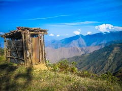 Another little hut perched along the mountains edge.