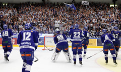 Leksands IF tackar klacken (Michael Erhardsson) Tags: leksandvxj leksandsif tegeraarena shl 2014 hemmamatch sista omgngen omg 55 grundserien match hockey ishockey 20140308 lakers