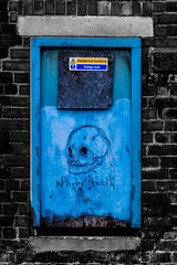 white teeth blue skull contrasts (PDKImages) Tags: kelham sheffield sheffieldstreetart sheffieldart abandoned broken urban lost contrasts skull yorkshire desolate windows