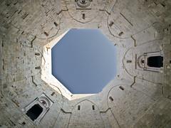 Castel del Monte # 16 (schreibtnix on'n off) Tags: italien blue sky italy travelling reisen afternoon innenhof himmel blau casteldelmonte innercourt nachmittag apulien olympuse5 schreibtnix stradaprovincialedicasteldelmonte