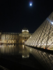 Full moon over the Louvre (Monceau) Tags: light moon reflections pyramid louvre fullmoon