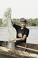 Mekong River - Don Det - LAos (Asia Trip Tour - Sbastien Pagliardini) Tags: portrait fish khmer riviere don asie laos bateau filet pecheur poisson mekong det plonge fleuve asiatique plongeur