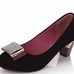 รองเท้าส้นสูง รองเท้าออกงาน แฟชั่นเกาหลีสวยหรูหราแบบคุณนาย ทำด้วยหนังกลับสังเคราะห์เกรดพรีเมี่ยมผสมหนังแท้เดินสบาย แบบสวมคัทชูส้นสูงสวยให้คุณดูมั่นใจ เป็นรองเท้าส้นสูงสวยได้ในชุดทำงานและออกงานราตรีโดดเด่น สวยทันสมัยสไตล์แฟชั่นเกาหลี จะใส่เป็นรองเท้าทำงาน