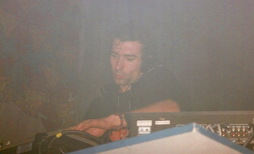 "Photo Dj Heyoka 12/11/1994 @ ""Légendes"" (Brest) (2) <a style=""margin-left:10px; font-size:0.8em;"" href=""http://www.flickr.com/photos/110110699@N03/12211681735/"" target=""_blank"">@flickr</a>"
