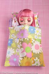Sleeping beauty (Zoë Power) Tags: pink sleeping floral vintage bed 60s doll 70s blythe pinkhair snowflakesonata minnalove
