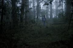 a-1807 (Bigote Fotografa) Tags: girl fog 35mm alone fear bosque 18g d5100 bigotefotografa nicolsvalladares