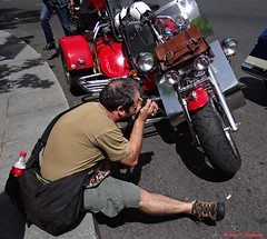 The red bike. Puerta de Alcalá, Madrid. (Caty V. mazarias antoranz) Tags: madrid españa spain bikes harleydavidson motos moteros moterosenmadrid