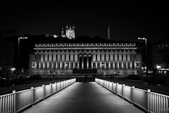 Lyon-ESC_0074 (ArnoC.photo) Tags: long time exposure black white bw architecture wide angle light travel fineart nightshoot abstrait diagonale motif gomtrique noir et blanc monochrome urban france lyon rhonealpes beautiful image magnificent photo photographie photography pics picture place urbaine nikon d7100 sigma special moodambiance profondeur de champ nuit flou ville city night pose longue heure bleue water eau fleuve extrieur pont