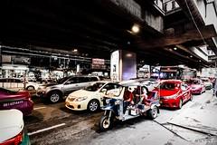 Trafico denso en Bangkok (M.Pellitero) Tags: bangkok coches motor urbano calles gente mercado street tailandia thailandia trafico tuktuk urbana