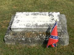 Stonewall Confederate Cemetery- Unknown Dead From the Cedar Creek Battle Field (Photo Squirrel) Tags: marker flag battleofcedarcreek grave massgrave confederate civilwar stonewallconfederatecemetery virgina winchesterva