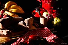 _MG_9815 (Livia Reis Regolim Fotografia) Tags: po outback australiano ensaio estudio livireisregolimfotografia campinas arquitec podaprimavera hortfruitfartura frutas mel chocolate mercadodia flores rosa azul vermelho banana morango caf italiano bengala frios queijos vinho taa 2016 t3i