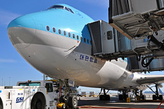 HL7636 (Rich Snyder--Jetarazzi Photography) Tags: koreanair kal ke boeing 747 7478i 7478b5 b747 b748 intercontinental hl7636 parked onthegate sanfranciscointernationalairport sfo ksfo millbrae california ca airplane airliner aircraft jet plane jetliner internationalterminala