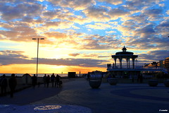 1.103 - Sunset on the bandstand, Brighton (esnalar) Tags: brighton england uk seafront seapromenade sunset ocaso puestadesol atardecer atapecer atapiecer paseomartimo quiosco kiosco