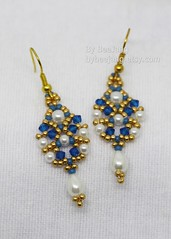 Sridevi Earrings (BeeJang - Piratchada) Tags: beadweaving beadwork beading pearl white swarovski miyuki earrings earring handmade jewelry gold blue