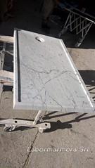 piatto doccia in marmo bianco carrara