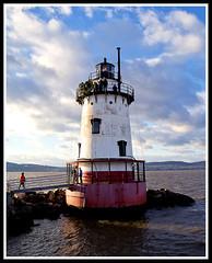 Lighthouse on the Hudson River, Tarrytown, NY. (R. J. Hannapple) Tags: lighthouse hudsonriver tarrytownny