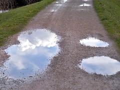 l'altro lato (conteluigi66) Tags: luigiconte pozza pozzanghera riflesso luce nuvola strada way street viottolo stradina prato erba bordo bordi