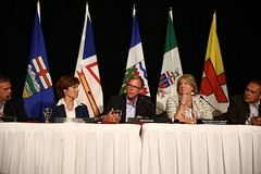 Premier/premier ministre Wall speaks to media/parle aux médias
