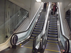 Birmingham New Street Station - escalators (ell brown) Tags: greatbritain england birmingham unitedkingdom mace escalators westmidlands newstreetstation birminghamnewstreet birminghamnewstreetstation gatewayproject newconcourse newstreetnewstart