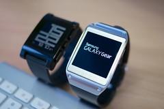 Samsung Galaxy Gear vs Pebble smartwatch