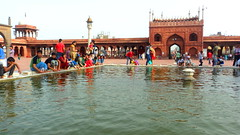 Lake @ Jama Masjid (nlkjasdf) Tags: old people india lake feet water delhi indian muslim islam mosque wash masjid bharat islamic arquitecture jama southasia jamamasjid olddelhi