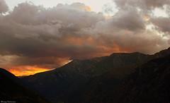 Feliz martes de nubes sobre la Vall de Boí (Ferny Carreras) Tags: sunset sky naturaleza mountains nature clouds atardecer colours pics valle cel natura colores cielo nubes picos montañas pirineos pirineus martes crepúsculo lleida nwn vall nubols lérida muntanyas valldeboí pirynees tucs vesprejar