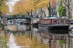 Amsterdam: Bloemgracht. (parnas) Tags: amsterdam canal nederland houseboat autumncolors jordaan herfstkleuren gracht bloemgracht woonboot