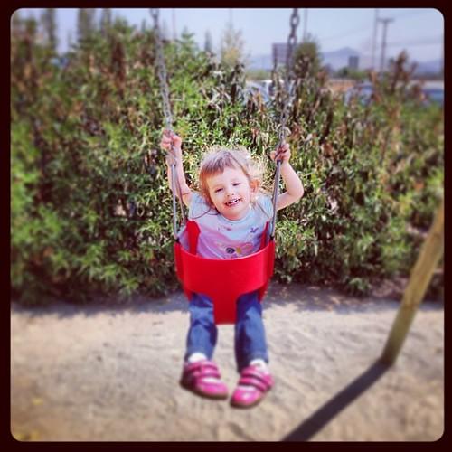 ...la #alegría que fluye con algo tan simple como el #columpio #sonrisas #felicidad ;-)