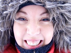 Viking Women (Theo.Triadafillos) Tags: blue winter red woman white snow eye girl smile hat smiling oslo norway wow nose happy norge good teeth great hood potrait jente chin satisfied slottet kvinne hette oslio vision:sky=0624