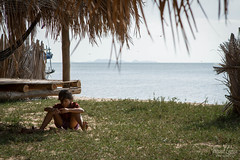 Angkul beach - Cambodge ([ Vincent Leroux Photo ]) Tags: voyage detail beach cambodge cambodian child secret sable cote enfant plage thailande paillote golfe angkul