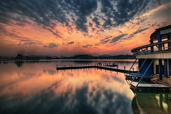 --Blank-- (Lim Su Seng) Tags: amazedbylite ssphotography limsuseng canon canonef1635 ef1635 canon5dmkiii canon5dmk3 leefilter leeproglass leeproglassnd09 proglass nd09 nd8 reflection landscape lake tamanmetropolitan hdr sun sunset malaysia selayang