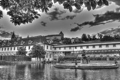 Giardino del castello di Praga. (socrates197577) Tags: bw blackwhite nikon europa nuvole hdr giardino città nuvoloso photomatix mygearandme