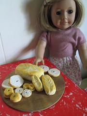 Size comparisons... (Pumpkin Hill Studios/King William Miniatures) Tags: americangirl playfood mytwinn bjds playscale dollfood 070814 bjdfood