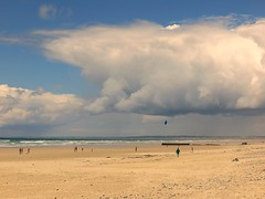 Kite runner (Gert Vanhaecht) Tags: impressionism gertvanhaecht coast atlantic sea beach breizh people nature canonpowershotsx700hs color france water brittany canon colour landscape ocean light finistre bretagne clouds